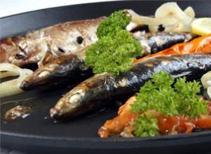 Bandeja de verduras a la plancha y sardinas asadas